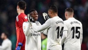 """Реал Мадрид повали Севиля, съдия си навлече гнева на """"Бернабеу"""" (видео+галерия)"""