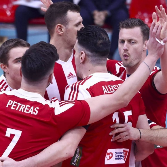 Фантастичен Тодор Алексиев с 21 точки, Олимпиакос с 13-а победа в Гърция (снимки)