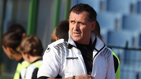 Симеон Райков изригна срещу Акрапович: Доведе си целия квартал в Локомотив и се държи като тиранин