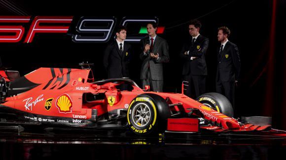 Матовото оцветяване на Ферари намалява теглото на болида