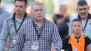 Николай Киров дава шанс на юношите на Ботев (Пловдив)