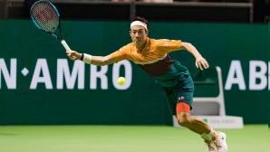Водачът в схемата Кей Нишикори се класира на четвъртфиналите в Ротердам