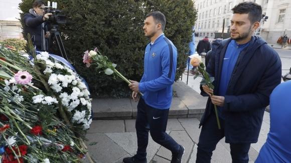 Футболистите на Левски почетоха паметта на Апостола