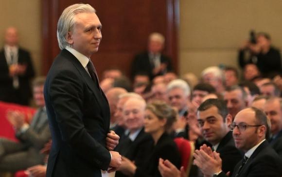 """Директор на """"Газпром нефт"""" избран единодушно за президент на Руския футболен съюз"""