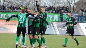"""Свирепа битка за Бургас със 7 гола! Девет """"акули"""" изпуснаха точка от Нефтохимик"""