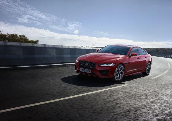 Обновеният Jaguar XE с освежен дизайн, нов интериор и много нови технологии