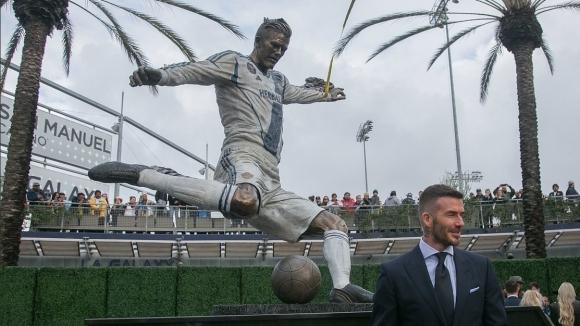 Статуя на Дейвид Бекъм беше открита пред стадиона на ЛА Галакси