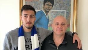 Нападател подписа с Левски за три години