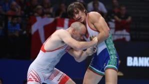 Даниел Александров се класира за финала в категория до 77