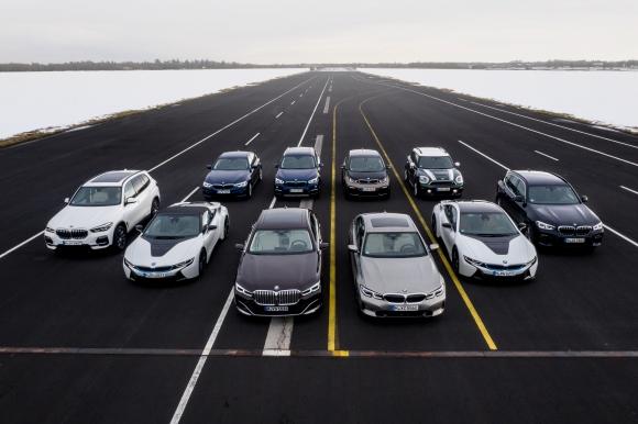 BMW електрифицира автомобилното изложение в Женева
