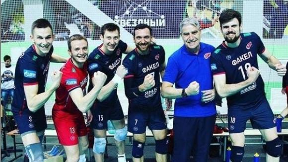Камило Плачи и Дмитрий Волков остават във Факал