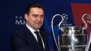 Овермарс отряза Арсенал, остава в Аякс