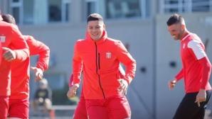Юнайтед разреши на Рохо да поддържа форма с родния си клуб