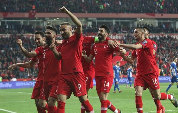 Турция изпълни задачата в първите два мача и насочва поглед към