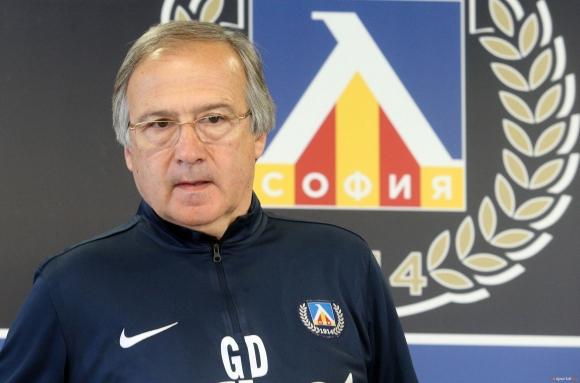 Георги Дерменджиев говори пред медиите