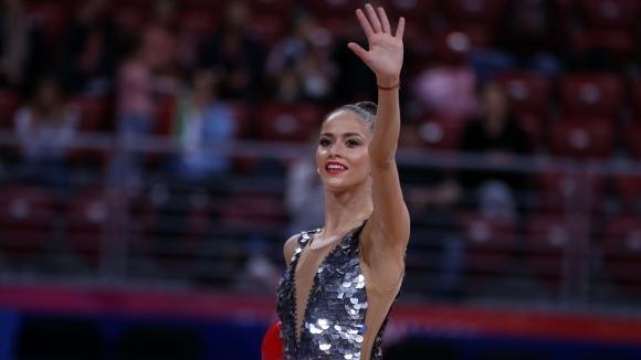 Владинова и Тасева четвърта и пета в многобоя след първите два уреда, Солдатова води