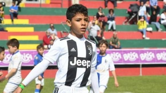 Кристиано-младши не спира да бележи на турнир в Португалия