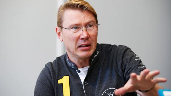 Хакинен призовава Ферари да спрат да играят игрички