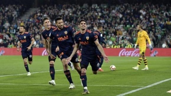 Валенсия гледа към ШЛ след страхотни голове на португалското си бижу