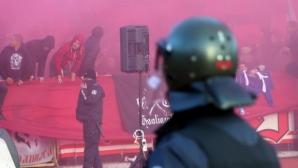 13 задържани преди мача, но от полицията са доволни от феновете (видео)