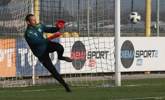 Вратарят на Берое очаква победа над Левски