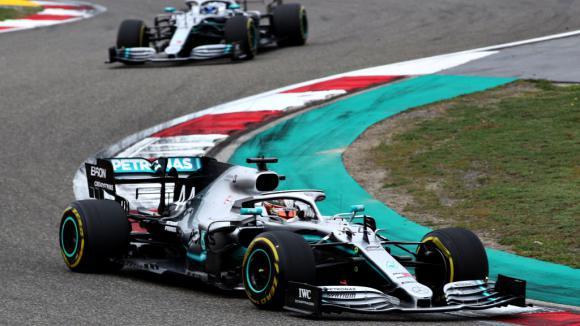 Ботас: Колата отпред контролира състезанието