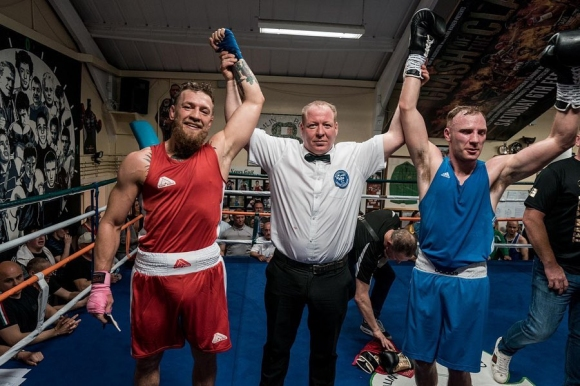 Боксьор-аматьор: Конър Макгрегър ме удари в окото вместо поздрав
