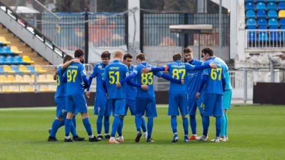 Попето отново титуляр при равенство на Ростов