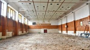 """Започна ремонт на спортната зала """"Асеновец"""" в Сливен"""