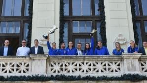 Марица показа двете купи в Община Пловдив (видео + снимки]