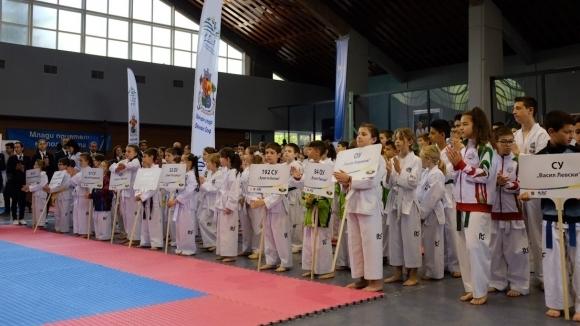 400 деца и младежи от 23 клуба участваха в първото градско първенство по таекуондо