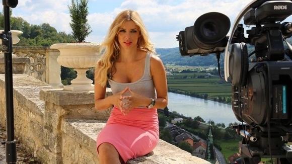 Секси журналистка се прехласна по Джокович (снимки)