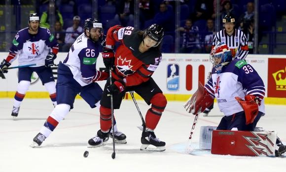 Канада разгроми Великобритания, Швейцария се справи с Латвия на световното по хокей на лед