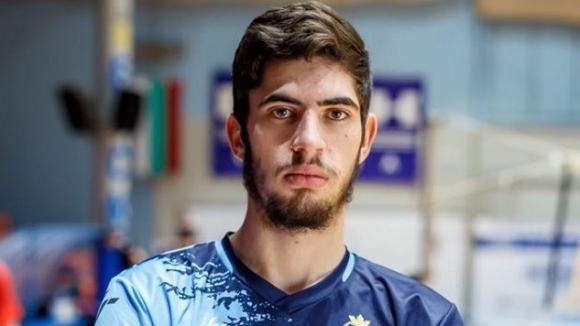 Николай Колев започва да играе волейбол едва на 16 години, преди това е тренирал водна топка