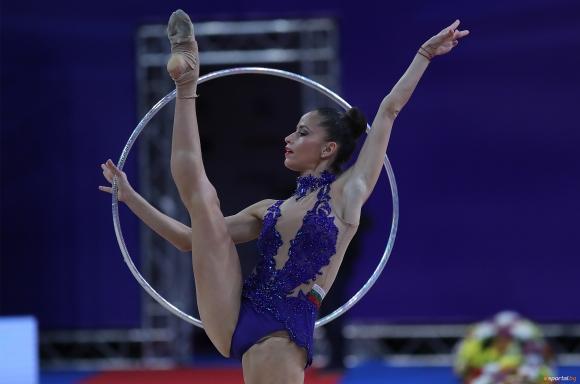 Владинова остана на крачка от медал на обръч, седмо място за Калейн
