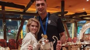 Цецо Соколов връчи купата на Шампионската лига на жена си (видео + снимки)