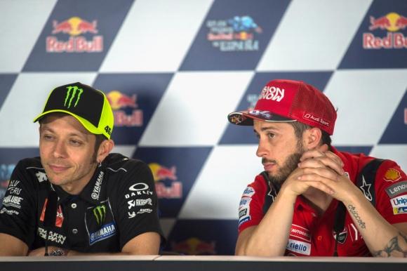 Пропадна зрелищна битка между Роси и Дови в DTM шампионата