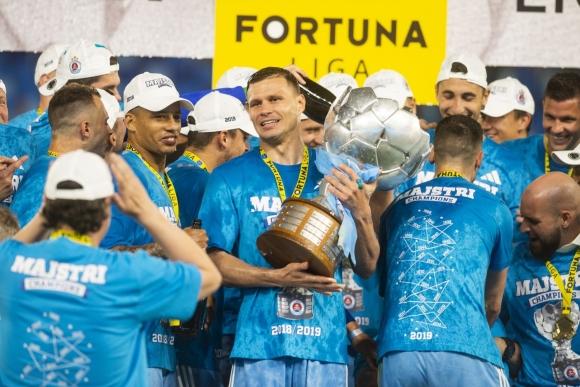 Божиков вдигна шампионската титла на Словакия