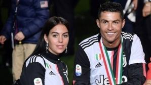 """Роналдо едва не """"уби"""" сина си и жена си с шампионската купа (видео)"""