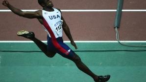 Дуайт Филипс с ценно дарение за колекцията на IAAF