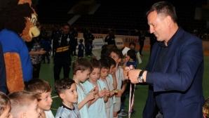 Гошо Гинчев връчи купи и медали на талантливи малчугани