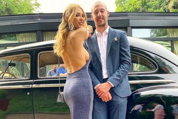 Половинката на бивш вратар на Лудогорец пръска сексапил на сватба