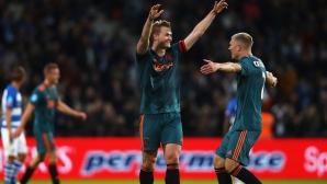 Де Лихт: Много клубове ме искат, но е възможно да остана в Аякс