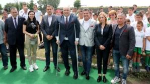 """Министър Кралев и кметът на Пазарджик дадоха начало на ремонтните дейности на стадион """"Георги Бенковски"""""""