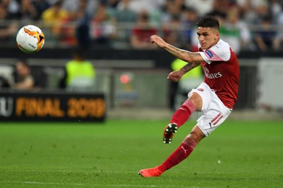 Торейра не е щастлив в Англия, но Арсенал не го пуска в Милан