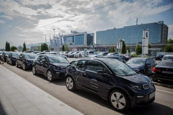 Spark добави 15 електромобила BMW i3 за споделена мобилност в София