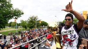 Милиони се стекоха на шампионския парад в Торонто