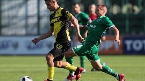 Нефтохимик взе футболист на Ботев (Пловдив)