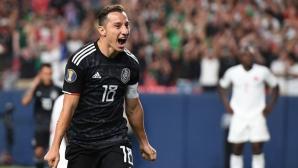 Мексико си осигури място в плейофите с победа срещу Канада