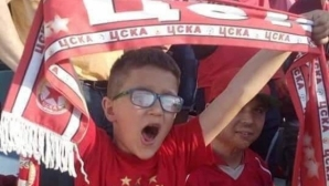 Благотворителен търг с фланелка на ЦСКА-София с автографи на всички футболисти в помощ на братчетата Калоян и Симеон